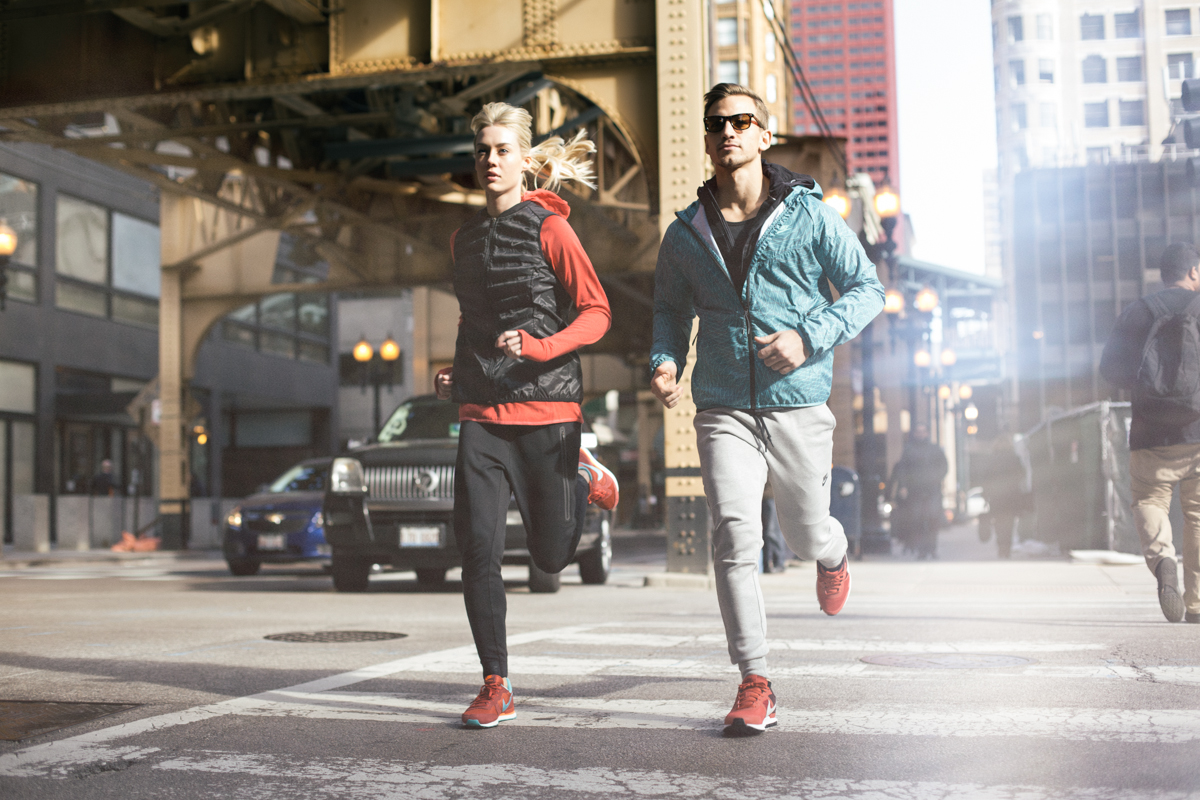 couple-running-through-the-city