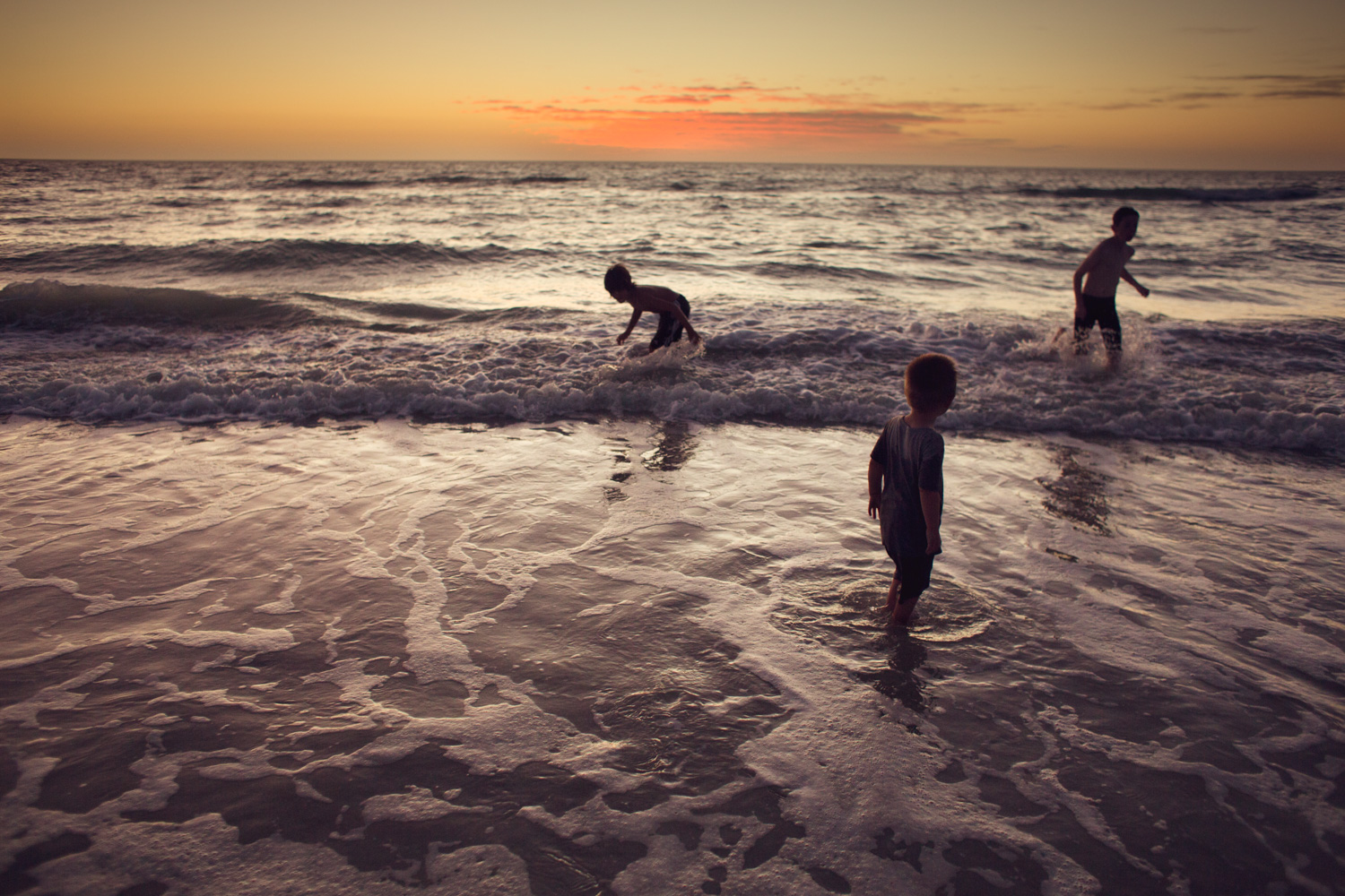 Sunset-Photograph-of-Children-Playing-in-the-Ocean